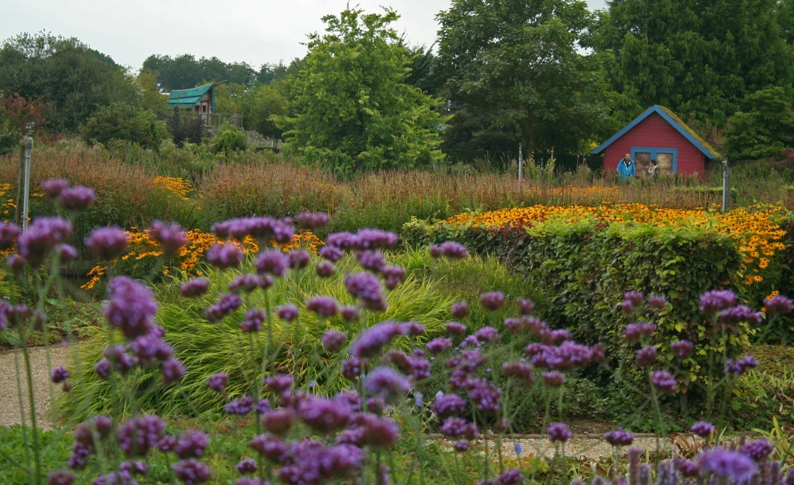 Biologische tuinen heel natuurlijk for Www bloem en tuin nl