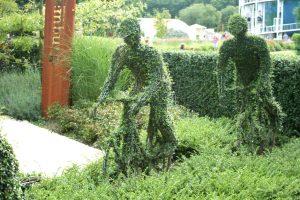 fietsen in het groen uit de serie van Mijn Tuingeheim